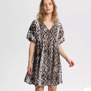 NWOT snake print short sleeve dress size medium